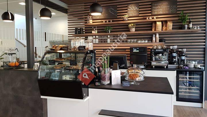 Jules - Cafe & Bistro